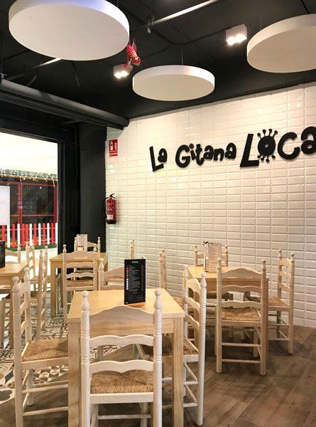 Detalle interior azulejo blanco La Gitana Loca Alcampo